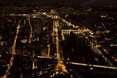 Cidade na noite - Seine, Paris, França Foto de Stock Royalty Free