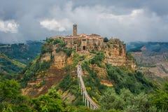 Cidade na parte superior da montanha do tufo - Civita di Bagnoregio, Viterbo Imagens de Stock Royalty Free