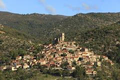 Cidade nas montanhas Fotos de Stock Royalty Free