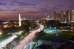 Cidade no anoitecer, Brasil de Sao Paulo imagem de stock