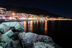 Cidade no inverno - Turquia do verão de Cinarcik Fotos de Stock Royalty Free