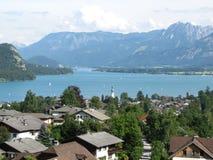 Cidade no lago Foto de Stock Royalty Free
