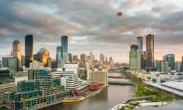 Cidade no nascer do sol Imagem de Stock