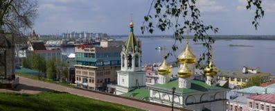 Cidade no rio Imagens de Stock Royalty Free