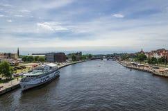 Cidade no rio Foto de Stock