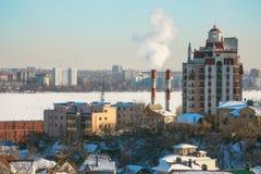 Cidade no rio congelado Imagem de Stock Royalty Free