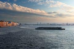 Cidade no rio Neva Imagem de Stock Royalty Free