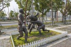 A cidade ostenta o tipo escultura fotografia de stock