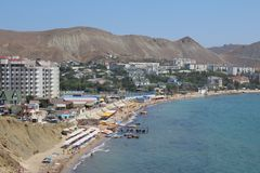 Cidade pelo mar fotos de stock