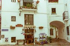 A cidade pequena de Cadaques, um do litorais as mais bonitos a Imagens de Stock