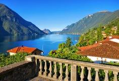 Cidade pequena de Cressogno no lago Lugano Fotografia de Stock