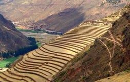 Cidade pequena de Ollantaytambo, Peru no vale sagrado imagens de stock royalty free