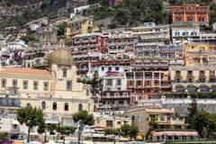 Cidade pequena de Positano ao longo da costa de Amalfi Fotos de Stock Royalty Free
