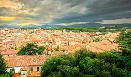 Cidade pequena e bonita velha de Girona, Catalonia, Espanha imagem de stock
