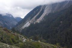 Cidade pequena imediatamente antes do lachun, Sikkim, ?ndia fotos de stock royalty free