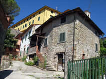 Cidade pequena italiana romântica fotografia de stock royalty free
