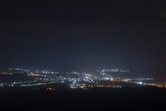A cidade pequena na noite Imagens de Stock
