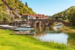 Cidade pequena perto do lago Skadar montenegro fotos de stock