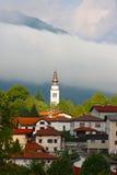 Cidade pequena Tolmin nos alpes Fotografia de Stock