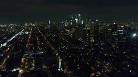 Cidade Philadelphfia do centro da vista aérea & arredores na noite filme
