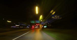 Cidade que conduz pelo lapso da noite video estoque