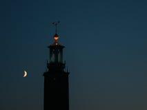 Cidade salão de Éstocolmo na noite Fotos de Stock