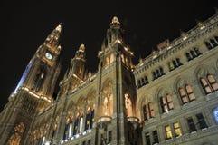 Cidade salão de Viena na noite Foto de Stock Royalty Free