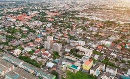 Cidade Tailândia de Banguecoque na vista aérea na luz da noite Fotografia de Stock Royalty Free