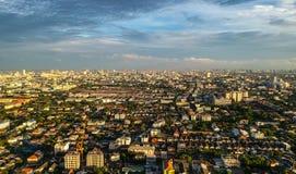 Cidade Tailândia de Banguecoque na vista aérea na luz da noite Fotos de Stock Royalty Free