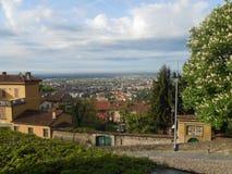 Cidade velha, cercada por árvores Opinião de plano Fotografia de Stock Royalty Free