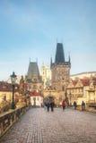A cidade velha com a ponte de Charles em Praga Fotos de Stock Royalty Free