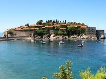 Cidade velha da ilha de Stefan de Saint da ilha de Sveti Stefan imagens de stock