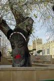 Cidade velha de Baku azerbaijan decoração da árvore da planta da parede da arte da rua imagem fêmea da cara imagem de stock royalty free