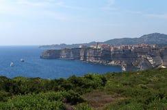 Cidade velha de Bonifacio na ilha de Córsega imagens de stock
