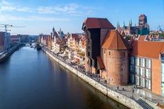 Cidade velha de Gdansk, Polônia Vista aérea com guindaste e o rio velhos Foto de Stock