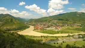 Cidade velha de Mtskheta na afluência dos rios Kura e Aragvi, Geórgia, Tbilisi video estoque