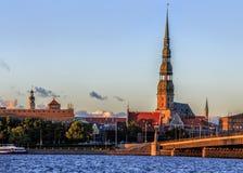 Cidade velha de Riga durante o tempo do por do sol Imagem de Stock Royalty Free