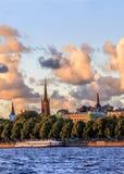 Cidade velha de Riga durante o tempo do por do sol Imagem de Stock