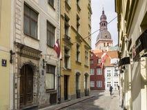 Cidade velha de Riga na primavera fotos de stock