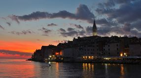 Cidade velha de Rovinj imediatamente depois do por do sol Foto de Stock