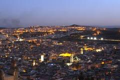 Cidade velha do nightscene de Fes Marocco fotos de stock