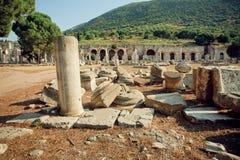 Cidade velha e paredes defensivas arruinadas na cidade de Ephesus do império romano Imagem de Stock Royalty Free