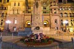 Cidade velha Hall Cenotaph de Toronto Foto de Stock Royalty Free