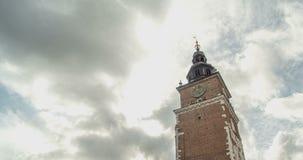 Cidade velha Hall Tower com pulso de disparo Nuvens do fundo Timelapse video estoque