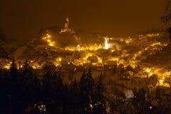 Cidade velha iluminada com castelo Fotografia de Stock