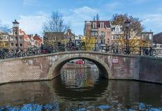 A cidade velha maravilhosa de Amsterdão, Netherland fotografia de stock royalty free