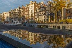 A cidade velha maravilhosa de Amsterdão, Países Baixos imagens de stock royalty free