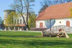 Cidade velha, cidade, parque do castelo em Cesis, Letónia 2014 imagens de stock royalty free
