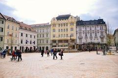 A cidade velha, quadrado principal em Bratislava, Eslováquia imagem de stock royalty free