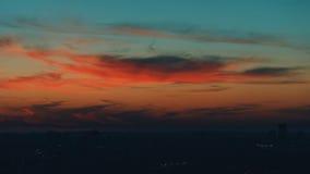 Cidade vermelha dramática do por do sol e do crepúsculo Fotos de Stock
